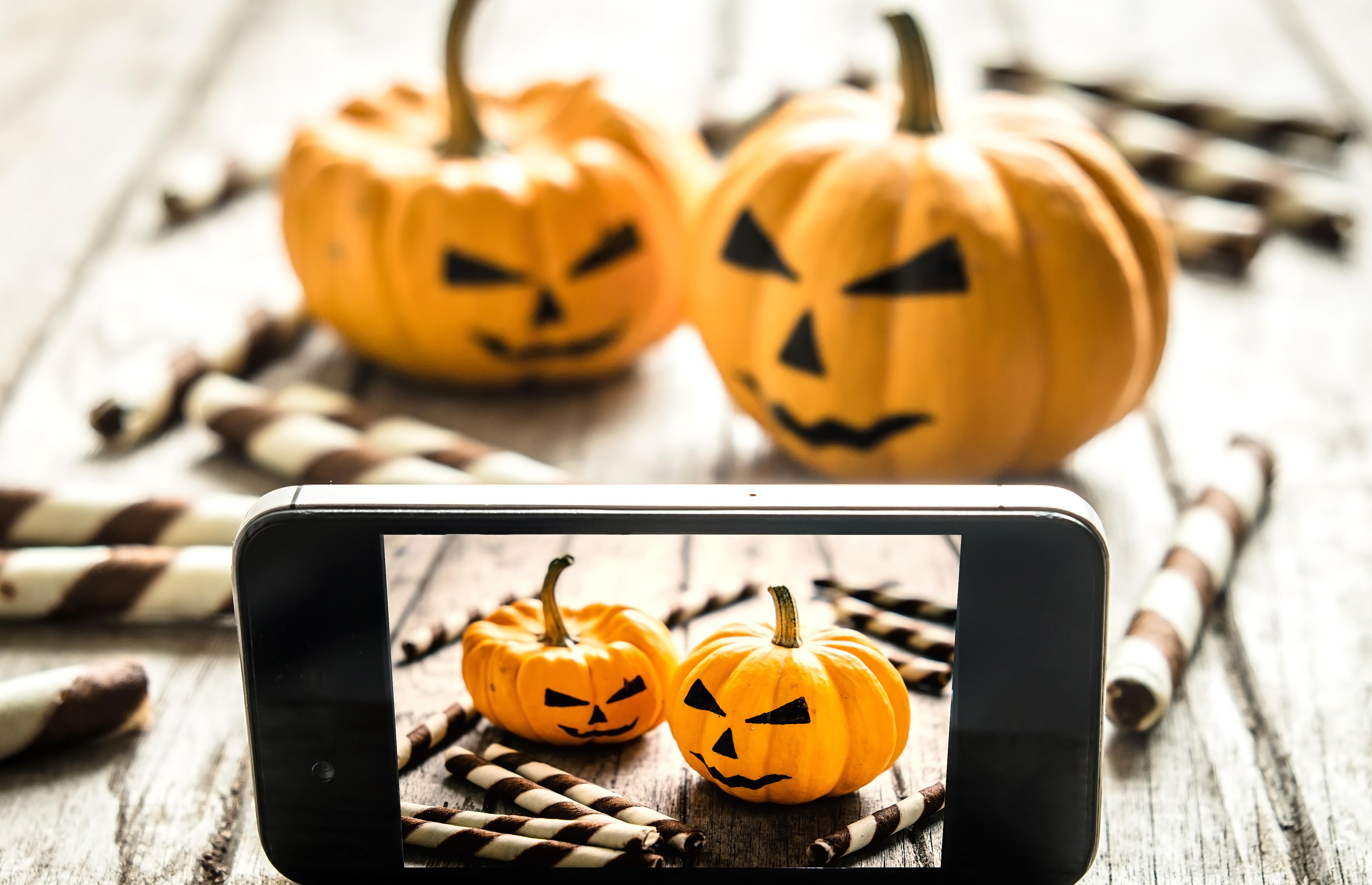 hide-smile-Halloween